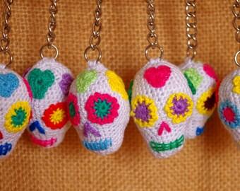 Crochet Mexican sugar skull Keychain / amigurumi. Key chain mexican sugar skull in crochet