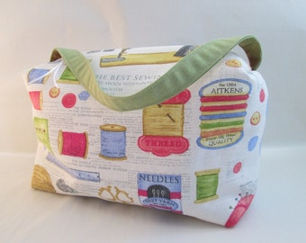 Sewing accessory pouch for sewing