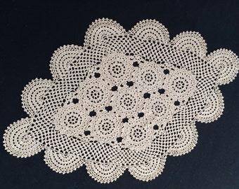 Large Vintage Crocheted Ecru Lace Oval Doily. RBT0885