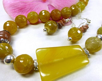 Yellow agate faceted set in lush format