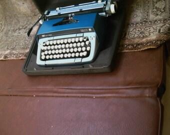 Nice Vintage Smith Corona Galaxie Twelve Portable Manual Typewriter with Case Blue