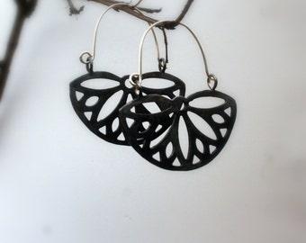 Oxidized Black Silver hoop earrings - Black Daisy silver earrings