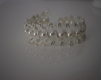 White lace bracelet white with silver and Pearly beads