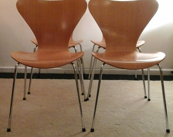 Arne Jacobsen No 7 Chair