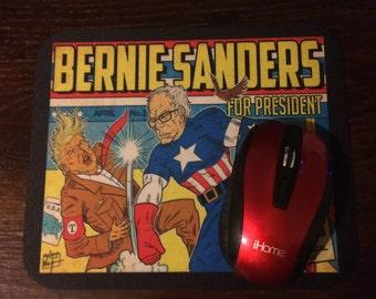 Bernie Sanders Fights Trump comic Mousepad