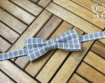 Bow tie with check pattern