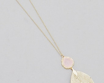 Long gold plated pendant with druzy stone in pink english rose finished with organic leaf
