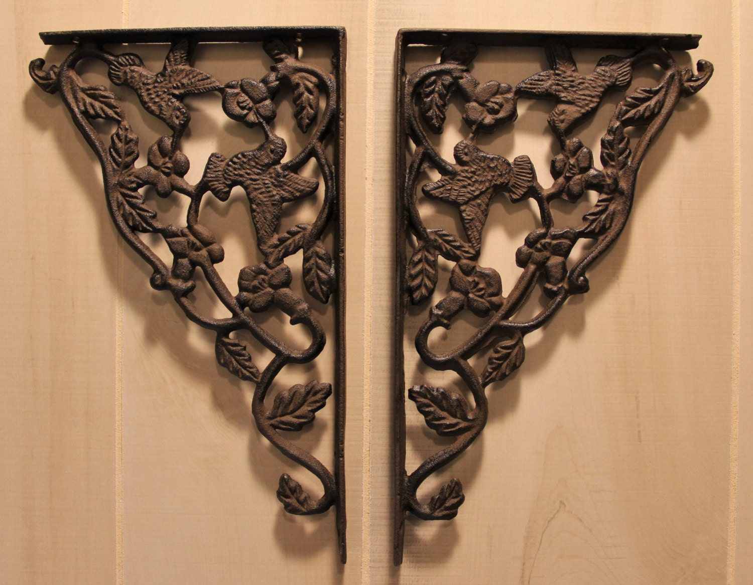 cast iron shelf brackets rustic wrought iron hummingbird. Black Bedroom Furniture Sets. Home Design Ideas