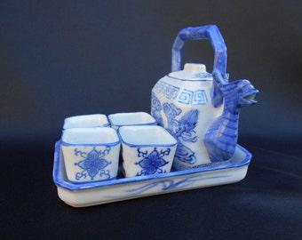 Old Little China Tea Service at Dragon Motif Kangxi 1662-1722