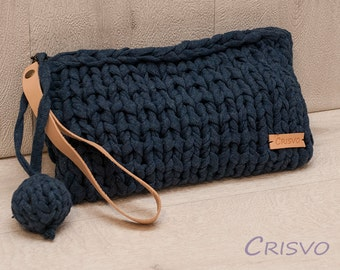 Blue chunky hand-knitted wristlet zipper pouch bag, wristlet clutch with leather handle