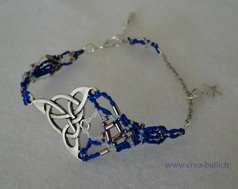 Bracelet woven around a Celtic print in shades of Navy Blue and white