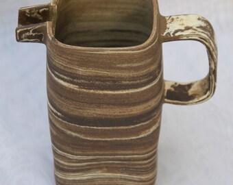 Pitcher square ceramic