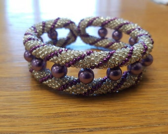 Colourful double loop beaded bracelet.