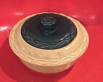 Vintage avocado green tureen / cassrole       Made in USA
