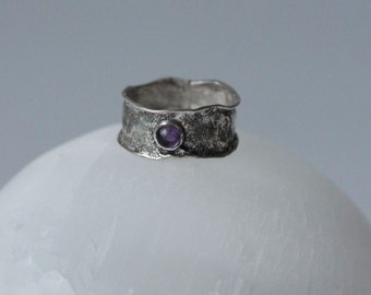 Art jewelry silver ring natural amethyst free form melted natural shape