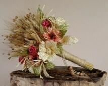 Wedding bouguet. Bouguet. Straw. Natural. Flower broch. Decorations. Floral jewelleru. Weaving straw. Straw flowers. Fjower arrangements.