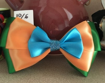 Mad Hatter Bow FREE SHIPPING Alice in Wonderland Bow Disney Hair Bow Disney Bow Mad Hatter Hair Bow Disneybound Alice in Wonderland Hair Bow