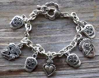 Sugar Skull Bracelet / Day of the Dead Halloween bracelet / Dia de los Muertos bracelet / Silver charm bracelet with heart toggle closure
