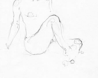 Chica sentada con piernas hacia delante