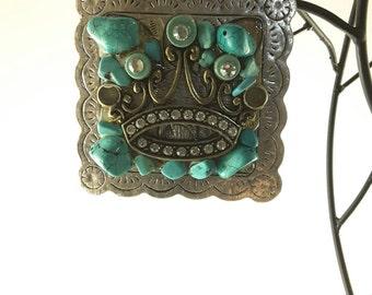 Square crown pendant