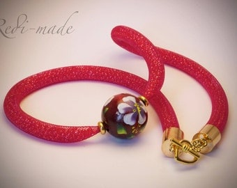 Necklace - Stardust mesh with red seed beads and a wooden pendant (#259553)