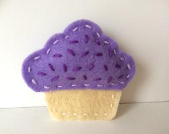 Felt cupcake brooch - Lilac cupcake with sprinkles - Jewellery - Brooch - Food Jewellery