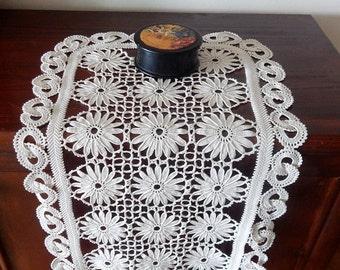 Crochet Table Runner FREE Shipping '80s Vintage Handmade