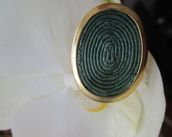 RING green spiral oval CABOCHON