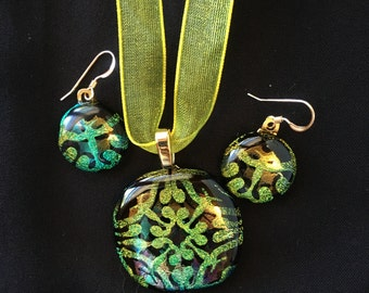 Three-Dimensional Patterned Dichroic Pendant Set