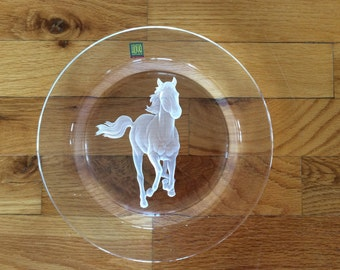 "Vintage Hoya Intaglio crystal horse Stallion Plate 8 1/2"" dia Art glass display"
