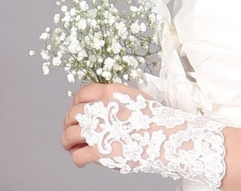 Customizable bouquet of artificial baby's breath for bridesmaids