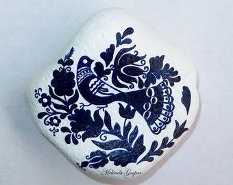 Transylvanian Hungarian ceramic art motif from the Korond region; Hand Painted Stone