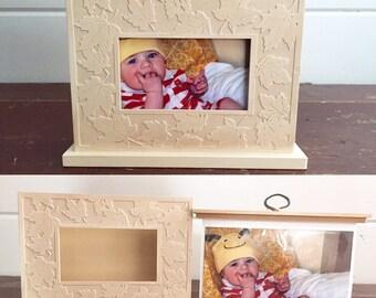 Picture frame / holder