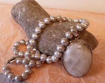 Necklace of light-grey Freshwater Pearls, with Pendant/ white Agate