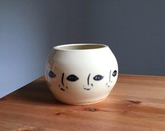 Round Faces Vase