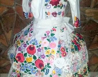 Beautiful Hungarian wear, Kalocsai!