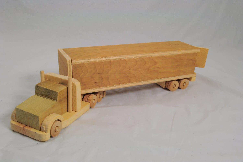 18 Toy Trucks : Wooden wheeler toy truck
