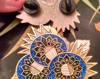 Ween Bonnaroo 2016 Hard Enamel Pin - antique gold Boognish