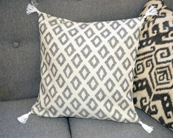 Cushion cover ethnic chic with pompon