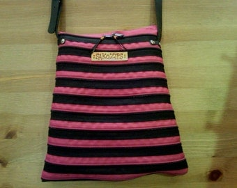 Messenger bag zips fuchsia and black