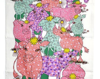 Cow Tea towel - Cotton kitchen towel in the pink color way - floral cows in field as a gift in the country style