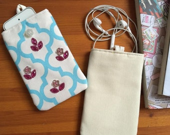 """Smartphone pouch """"The Ugly Duckling"""" soft inside - smartphone case, smartphone cover or smartphone sleeve"""