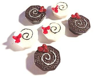 Kawaii cake cabochons - white cake - chocolate cake