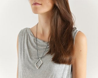 30 / / / minimalist, geometric necklace 65 cm