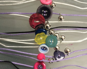 Bracelet with buttons and belltje (4 pieces)