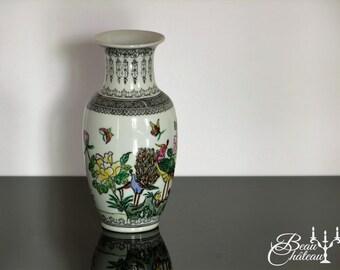 Qianlong Nian Zhi Chinese Porcelain Vase