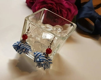 Earrings in marine blue and white fabrics.