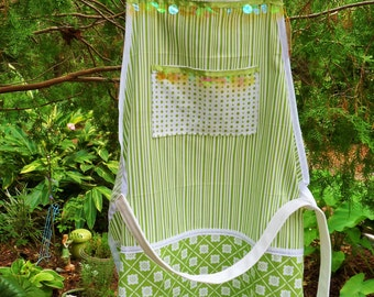 mixed greens apron/all cotton apple greens on white