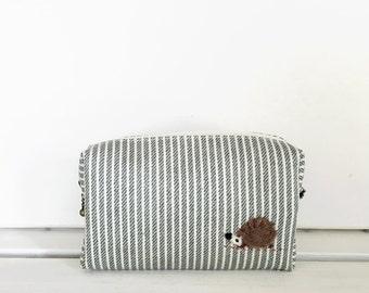 Mini box pouch - khaki stripe with a hedgehog applique