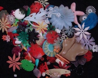 250 Mixed media arts craft Lot Plastic Glass Material Doo Dads Junk Cabochon Buttons Vintage Flowers